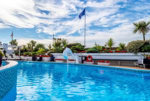 The swimming pool at or close to Cumberland Hotel - OCEANA COLLECTION