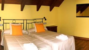 Cama o camas de una habitación en Hostal Rural Casa Parda