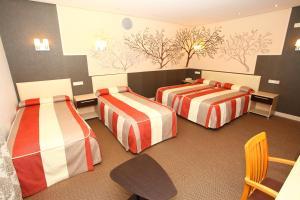 Cama o camas de una habitación en Hotel Monasterio de Leyre