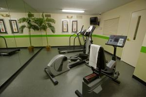 The fitness center and/or fitness facilities at Extended Stay America - Chicago - O'Hare - Allstate Arena