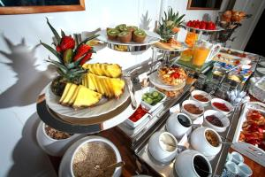Breakfast options available to guests at Hotel Fresena im Dammtorpalais