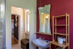 A bathroom at CasaBiondani Lazise