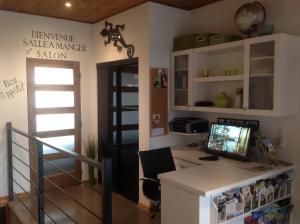 A television and/or entertainment center at Gîte du Haut des Arbres