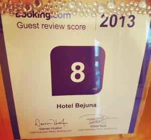 ホテル ベユーナに飾ってある許可証、賞状、看板またはその他の書類