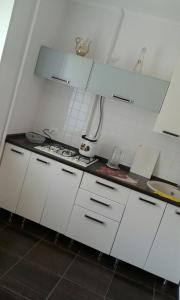 A kitchen or kitchenette at Apartment in Centre on Zarubina