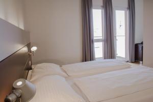 Ein Bett oder Betten in einem Zimmer der Unterkunft Hotel Schwarzer Bär