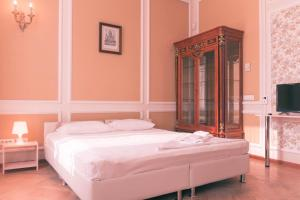 A bed or beds in a room at Aroom Hotel on Kitai Gorod