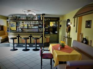 The lounge or bar area at Pension Pfefferdohle