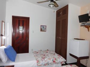 Cama ou camas em um quarto em Pousada Farol de Saquarema