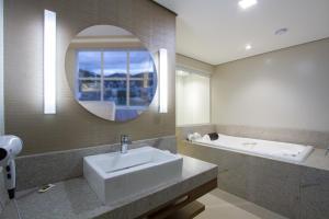 Um banheiro em Le Canard Joinville
