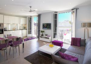 A seating area at Gounod penthouse apartment