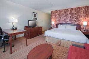 A bed or beds in a room at Courtyard by Marriott Sacramento Folsom