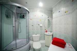 A bathroom at VIVA Hostel