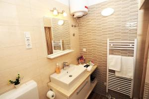 A bathroom at Top Center Zadar Studio Apartments