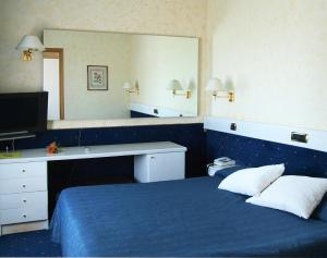 A bed or beds in a room at Eurohotel