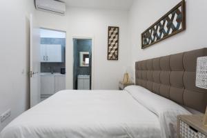 Uma cama ou camas num quarto em Cool Sevilla Space