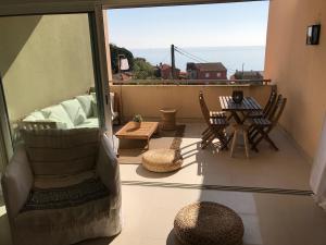 A balcony or terrace at St Tropez-Ramatuelle Appartement vue mer