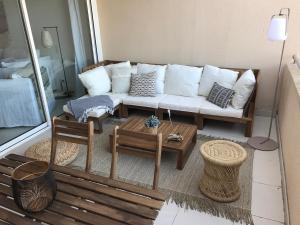 A seating area at St Tropez-Ramatuelle Appartement vue mer