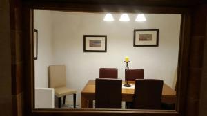 Zona de comedor en el hostal o pensión