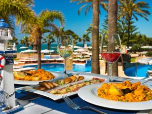 Lunch and/or dinner options available to guests at Hotel Fuerte Conil-Resort