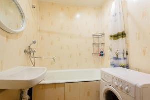 A bathroom at Standard Brusnika Apartment on Maklaya 22