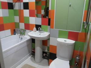 A bathroom at Apartment 30-y mikrorayon 53