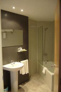Un baño de Hotel Alfinden