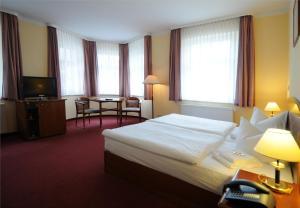 Ein Bett oder Betten in einem Zimmer der Unterkunft Hotel Döbelner Hof