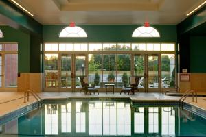 The swimming pool at or close to Saratoga Casino Hotel
