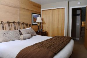 A bed or beds in a room at Northstar California Resort