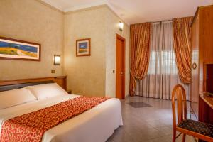 A bed or beds in a room at Hotel Jonico