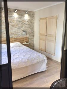 A bed or beds in a room at Marseille City Chambres&Appartements