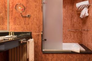 A bathroom at Eurostars Las Claras