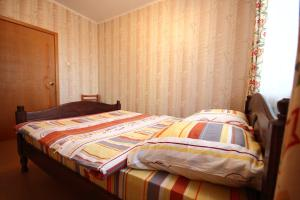 A bed or beds in a room at Apartment on Lenina 48
