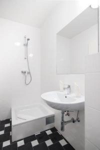 Ein Badezimmer in der Unterkunft Baum´s Rheinhotel