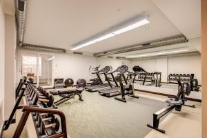 The fitness centre and/or fitness facilities at Warmthotel