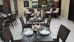 A restaurant or other place to eat at Aria Hotel Chisinau
