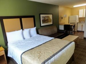 A bed or beds in a room at Extended Stay America - Salt Lake City - Sugar House