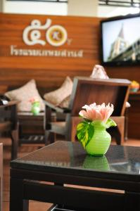 A restaurant or other place to eat at Kasemsarn Hotel Chanthaburi