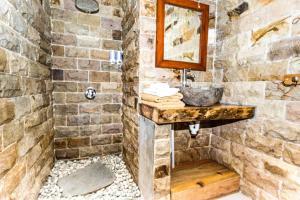 A bathroom at Gili Air Sanctuary Villa and Resort
