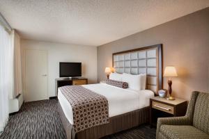 Posteľ alebo postele v izbe v ubytovaní Crowne Plaza San Francisco Airport