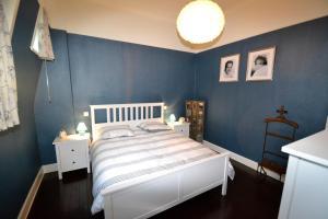 Een bed of bedden in een kamer bij Holiday Home Het Koetshuis