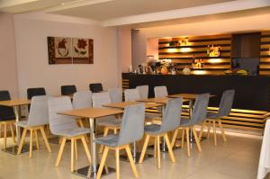 A restaurant or other place to eat at Deves Hotel