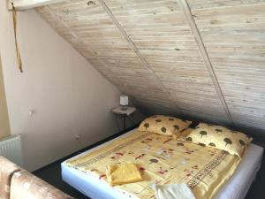 Ein Bett oder Betten in einem Zimmer der Unterkunft Pensjonat Pelikan