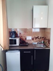 A kitchen or kitchenette at Apartment kak doma