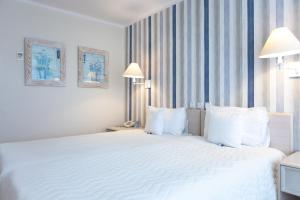 A bed or beds in a room at Hotel Bryza Resort & Spa