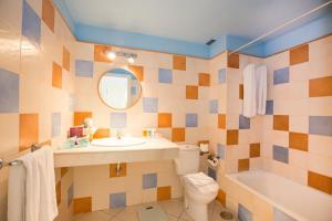 A bathroom at Apartamentos Puerto de Mogán THe Home Collection