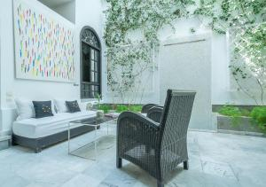 A seating area at Riad Sapphire