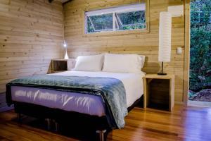 Un ou plusieurs lits dans un hébergement de l'établissement Monte Helicón Ecolodge and Spa