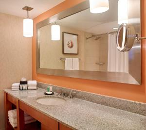 A bathroom at The Westin Las Vegas Hotel & Spa